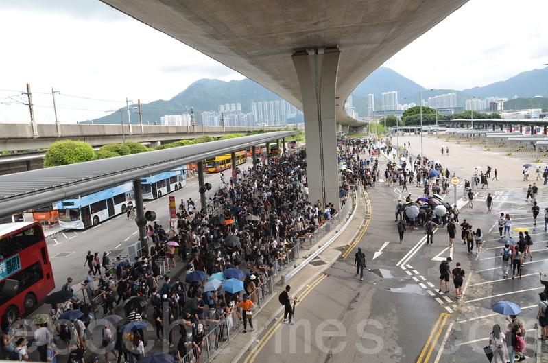 9.1香港機場一度戒嚴 示威者聚集巴士站