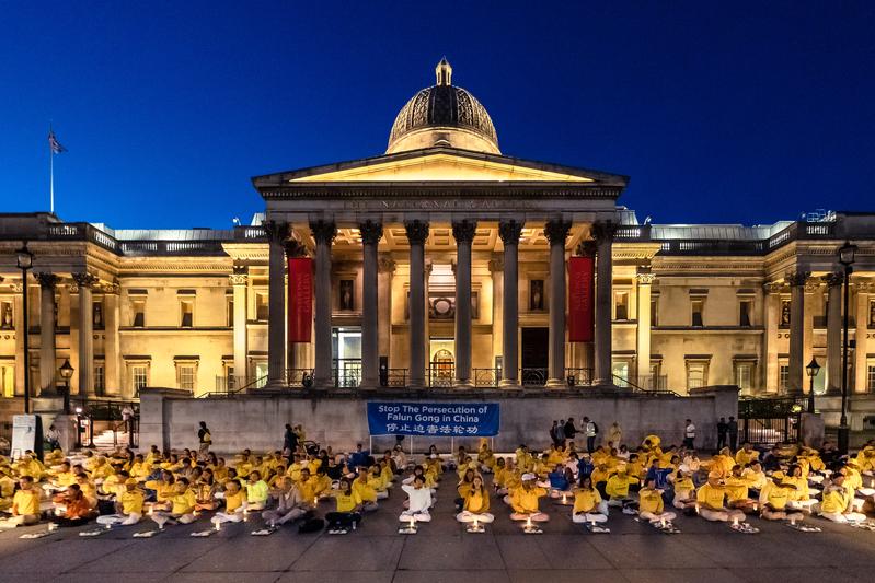 組圖:多國法輪功學員倫敦守夜 悼遇難同修