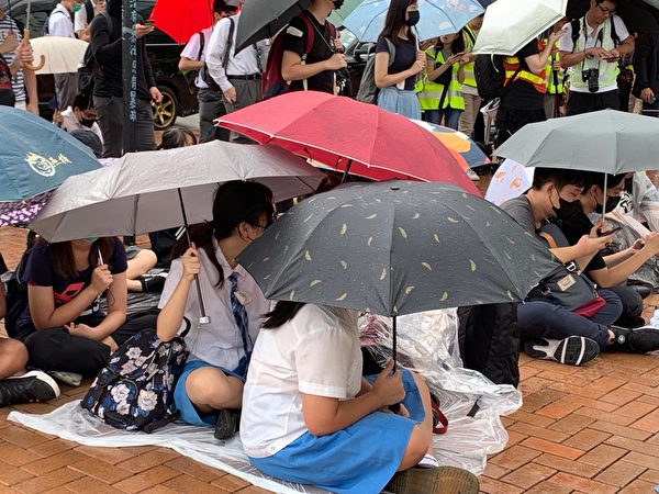2019年9月2日,響應學界發起罷課活動,抗議港府無視民眾訴求,港警暴力鎮壓。圖為愛丁堡廣場中學生集會。(駱亞/大紀元)