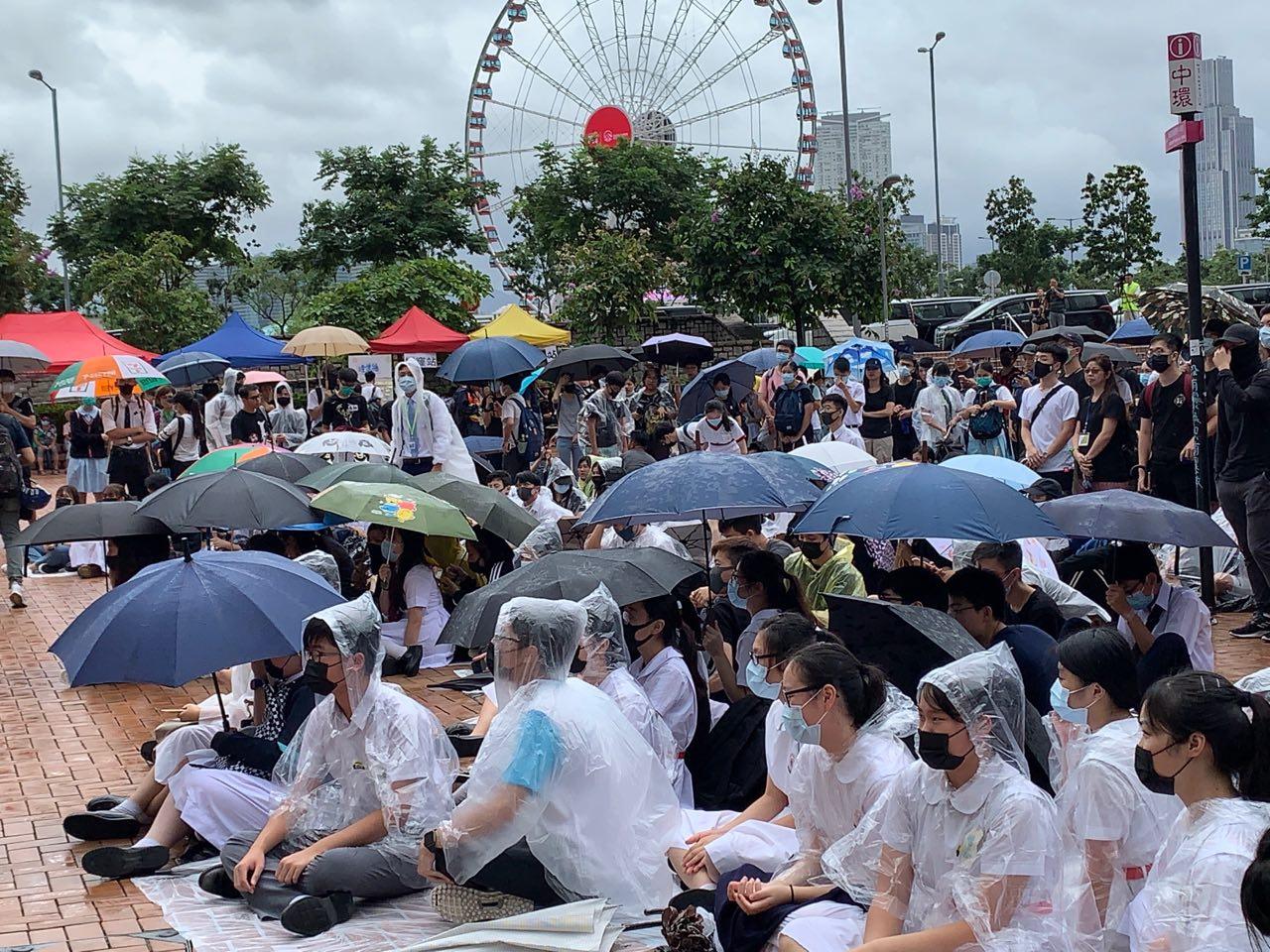 港島罷課集會 學生:恐襲讓我更堅定走上街頭