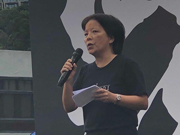 2019年9月2日,由香港大專學界籌辦,抗議港府無視民眾訴求,港警暴力鎮壓的中大罷課活動中,港大校友關注組台上發言。(余天祐/大紀元)