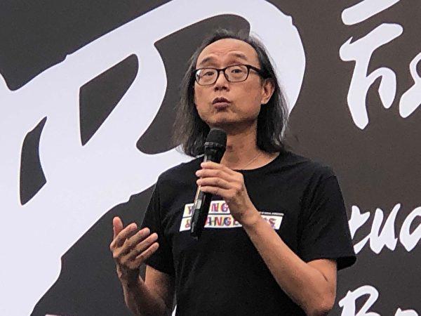2019年9月2日,由香港大專學界籌辦,抗議港府無視民眾訴求,港警暴力鎮壓的中大罷課活動中,良心理正臨床心理學家葉劍清教授台上發言。(余天祐/大紀元)