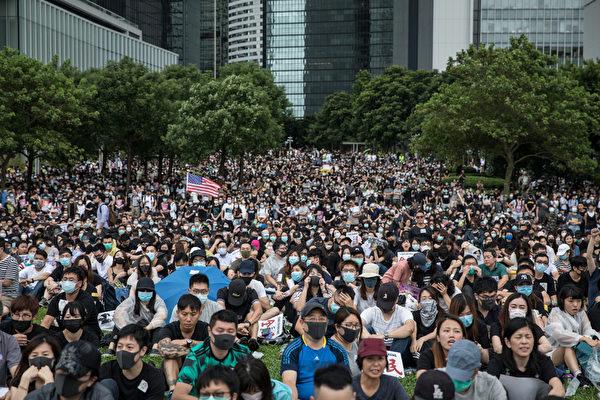 2019年9月2日,「守護香港,罷工救港」港島及九龍區舉行多場跨界別罷工、集會。圖為金鐘添馬公園罷工活動,大量人潮湧進。(Chris McGrath/Getty Images)