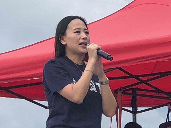2019年9月3日,全港21界別在金鐘添馬公園罷工集會,前國泰僱員施安挪發言。(余天祐/大紀元)