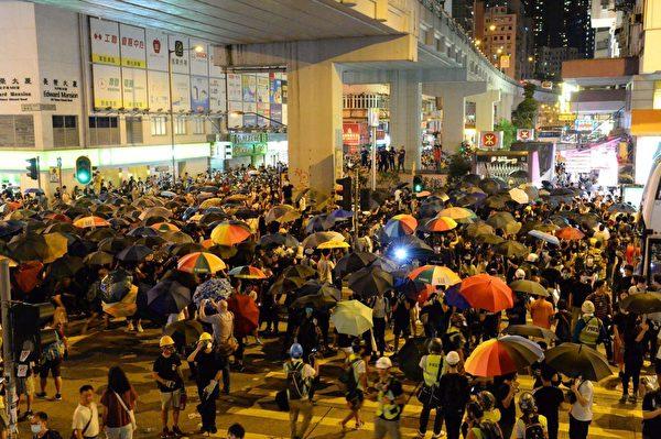2019年9月6日晚,香港示威民眾聚集在太子站抗議要求港鐵交出8.31事件影片。(詠茹/大紀元)