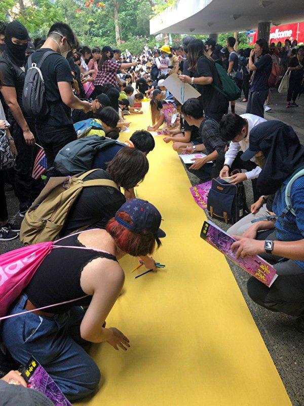 2019年9月8日遊行,香港民眾聚集在遮打花園。(梁珍/大紀元)