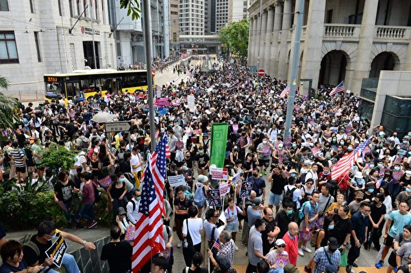2019年9月8日,香港民眾舉行《香港人權與民主法案》祈禱會和美領館請願行動,圖為民眾聚集在終審法院。(宋碧龍/大紀元)