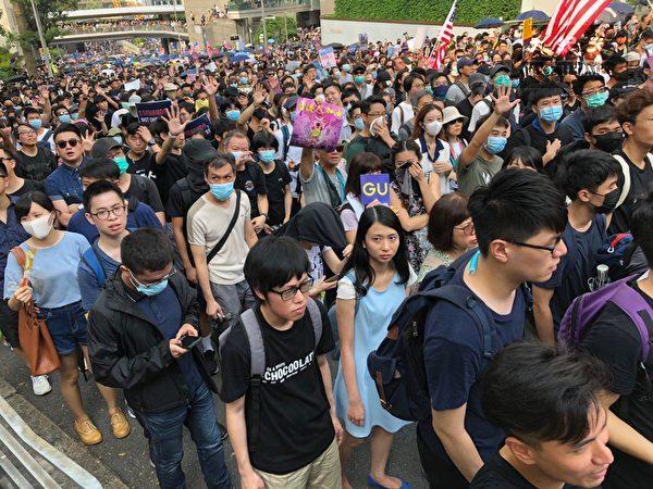 2019年9月8日,香港民眾舉行《香港人權與民主法案》祈禱會和美領館請願行動。遊行一路上都擠滿了人。(余天祐/大紀元)