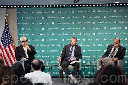 9月11日,哈德遜研究所(Hudson Institute)舉辦美台關係研討會,台灣前國防部長蔡明憲(左一)發表演講。(林樂予/大紀元)