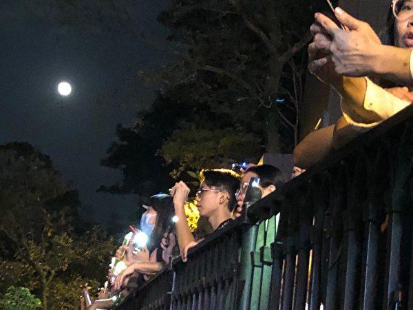2019年9月13日中秋,民眾在太平山築人鏈抗爭。(余天佑/大紀元)