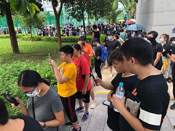 2019年9月14日,香港民眾在天水圍天秀路公園舉行親子遊,遊行正式起步。(余天祐/大紀元)