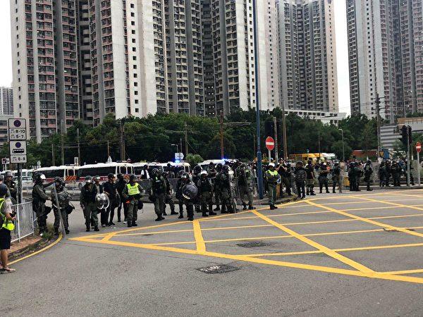 2019年9月14日,香港市民使用激光遭警方警告。(梁珍/大紀元)