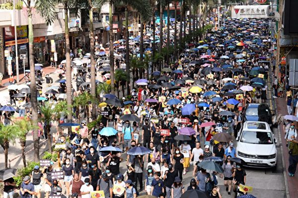 2019年9月15日,香港民眾參與銅鑼灣遊行。圖為遊行至灣仔軒尼詩道。(宋碧龍/大紀元)