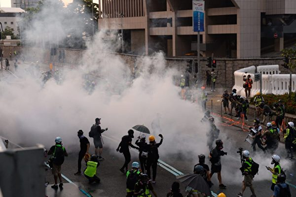 香港抗争者成立义诊平台 解催泪弹后遗症