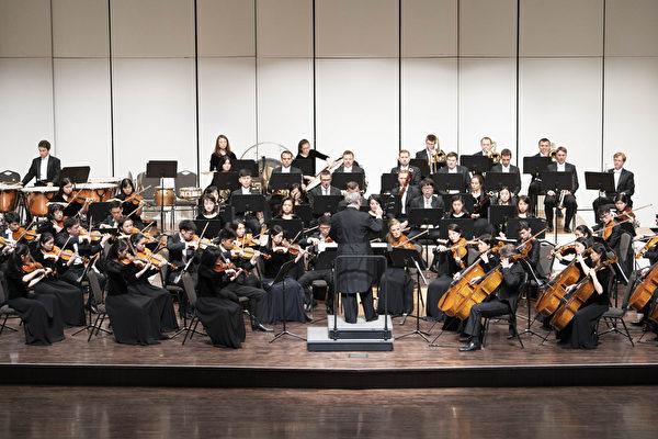 2019年9月18日下午,神韻交響樂團在高雄市文化中心展開台灣首場演出。(鄭順利/大紀元)