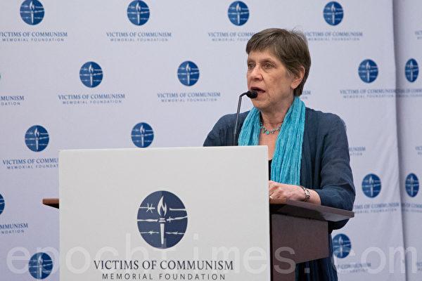 調查記者克勞蒂婭·羅塞特(Claudia Rosett),「六四」時她曾在北京報道,今年夏天又在香港採訪「反送中」,她說這兩個運動的背景相似,都是中共強權下的民眾抗爭。(林樂予/大紀元)