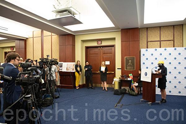 9月18日,「香港人權論壇」在美國國會舉辦,參與反送中的香港學生發言。(林樂予/大紀元)