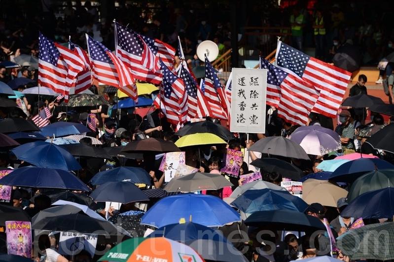 香港屯門市民:我們有全世界文明力量支持