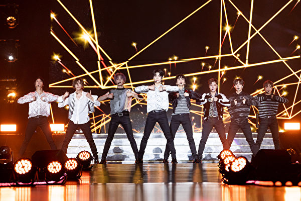NCT 127日本粉絲會落幕 宣布12月辦巡演