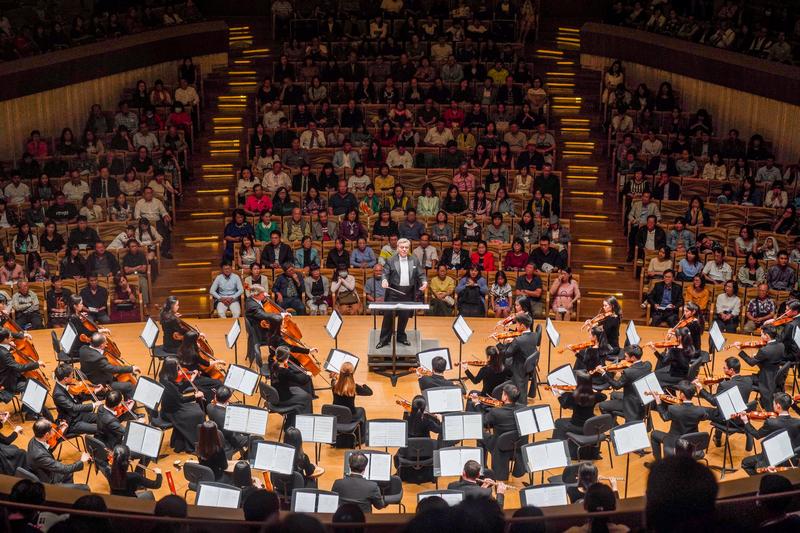 2019年9月21日晚間,神韻交響樂團在高雄市衛武營音樂廳演出。(鄭順利/大紀元)
