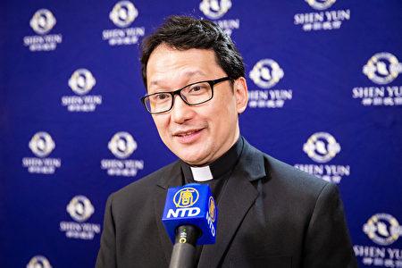 2019年9月23日晚間,教廷大使臨時代辦佳安道觀賞神韻交響樂團在台北國家音樂廳的演出。(陳柏州/大紀元)