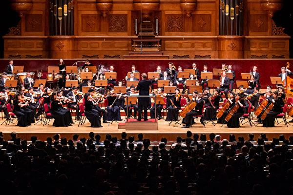 2019年9月23日晚間,神韻交響樂團在台北國家音樂廳演出。(陳柏州/大紀元)