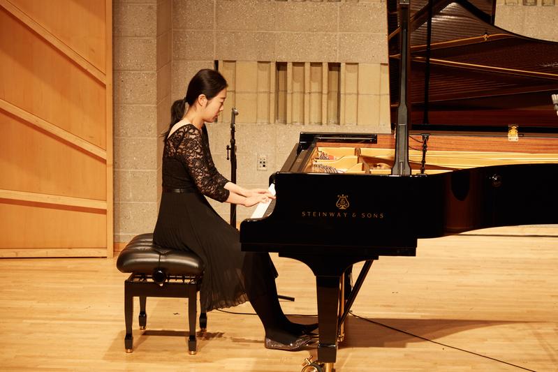 2019年9月25日,第五屆新唐人國際鋼琴大賽初賽現場。圖為南韓選手李敏海(音譯,Minhae Lee)在表演。(張學慧/大紀元)