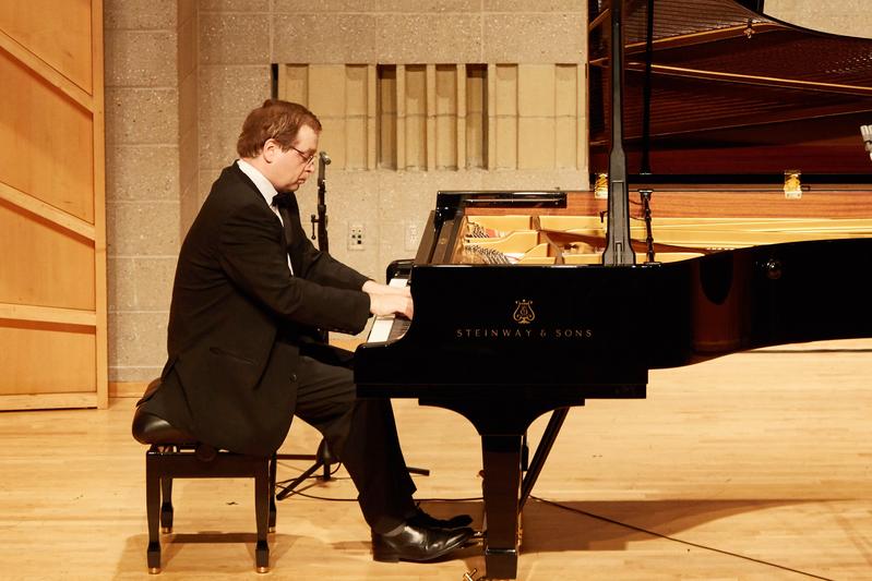 2019年9月25日,第五屆新唐人國際鋼琴大賽初賽現場。圖為紐約選手安尼庫辛(Maxim Anikushin)在表演。(張學慧/大紀元)