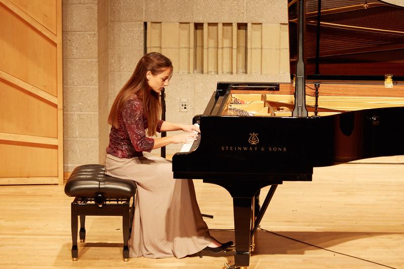 2019年9月25日,第五屆新唐人國際鋼琴大賽初賽現場。圖為奧地利選手帕斯達(Anahita Pasdar)在表演。(張學慧/大紀元)