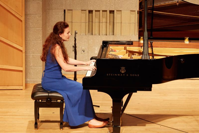 2019年9月25日,第五屆新唐人國際鋼琴大賽初賽現場。圖為俄羅斯選手茹科娃(Galina Zhukova))在表演。(張學慧/大紀元)