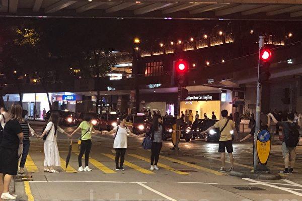 組圖:9.26社工組人鏈將訴求傳到警察總部