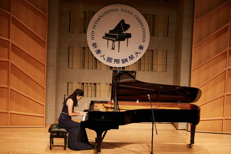 新唐人第五屆國際「鋼琴大賽」是新唐人電視台全球系列比賽之一,其宗旨是弘揚古典藝術和傳統文化,弘揚純真、純善、純美的正統藝術,重現巴洛克、古典直至浪漫主義時期鋼琴音樂的華彩樂章。