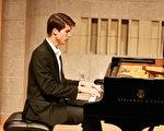 鋼琴大賽指定曲優美獨特 中西選手傾情演繹