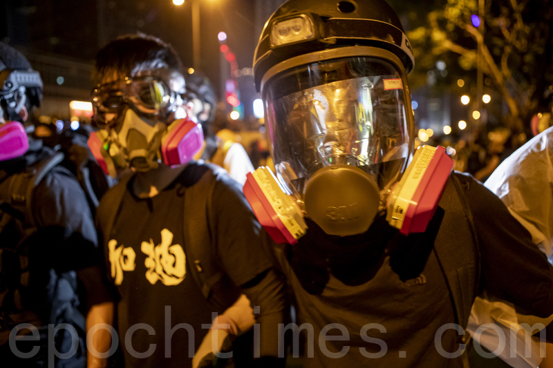 不再畏懼警暴 香港年輕人從和理非變勇武派