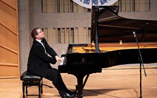 新唐人钢琴大赛要求独特 评委谈曲目赞选手