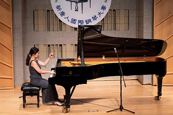 组图:钢琴大赛铜奖得主的精彩表演瞬间