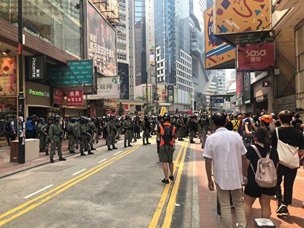 2019年9月29日,銅鑼灣二時前大批防暴警戒備中。(余天祐/大紀元)