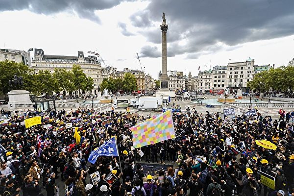 9月28日下午,數千人參加了在倫敦市舉行的「反對中共極權、爭取五大訴求」的遊行。(晏寧/大紀元)