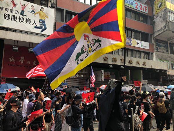 2019年9月29日,香港軒尼詩道反送中、反極權的遊行隊伍。(余天祐/大紀元)