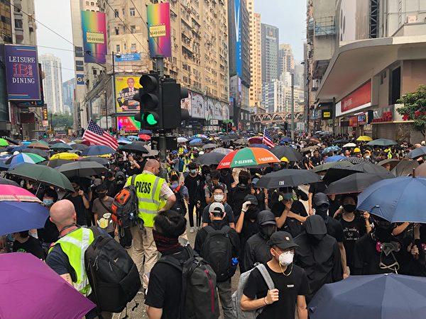 2019年9月29日,香港軒尼詩道反送中、反極權的遊行人群。(余天祐/大紀元)