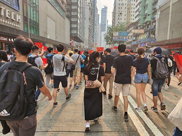 2019年9月29日,全球24個國家、65個城市舉行「全球連線-共抗極權」遊行,香港灣仔遊行隊伍。(孫明國/大紀元)