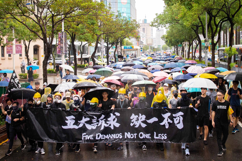 【9.29反極權組圖】台北逾10萬人遊行撐香港