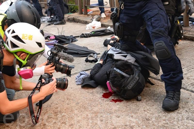 【9.29反極權組圖】港警武力清場 灣仔爆流血衝突