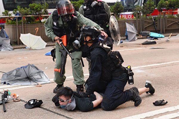2019年9月29日,9.29全球抗共,遊行活動。港警在金鐘狂抓捕抗爭者。(宋碧龍/大紀元)