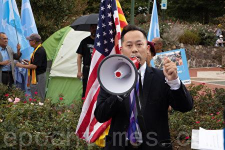 越南社區領袖Bobby Ly表示,雖然越南和中國都是共產體制,但越南也飽受中共的霸權欺凌。(林樂予/大紀元)