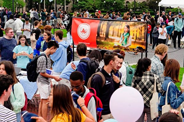 哥倫比亞大學博覽會 師生聽聞法輪功真相
