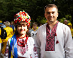 滴水穿石 烏克蘭夫婦的堅韌誠心感化民眾