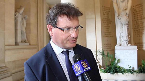 法國國民議會法律委員會副主席飛利浦‧高斯嵐(Philippe Gosselin)9月11日接受新唐人採訪時,重申法國生物倫理原則,即人體神聖不容侵犯。(新唐人電視台)