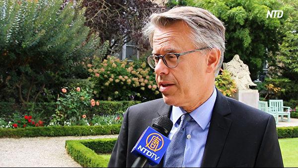 9月11日, 法國杜省議員埃裏克‧阿勞澤特(Eric Alauzet)接受法國新唐人採訪。(新唐人電視台)