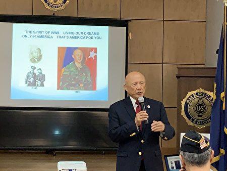 從著軍裝戴軍帽的四歲男童到成為美國首位華裔陸軍少將,陳紹章介紹他的成長史說,「只有在美國,一名鐵路華工後裔可以擔任少將」。